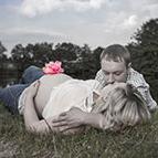 romantisches Babybauchshooting in Plauen - bauchkuss