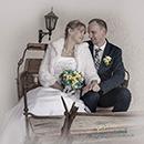 Fotoshooting Brautpaar in einer alten Kutsche in Oberfranken