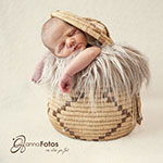 Newbornfotografie in Zeitz - Baby im Korb