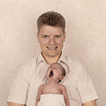 Vater mit Neugeborenem - Fotografiert in Elsterberg